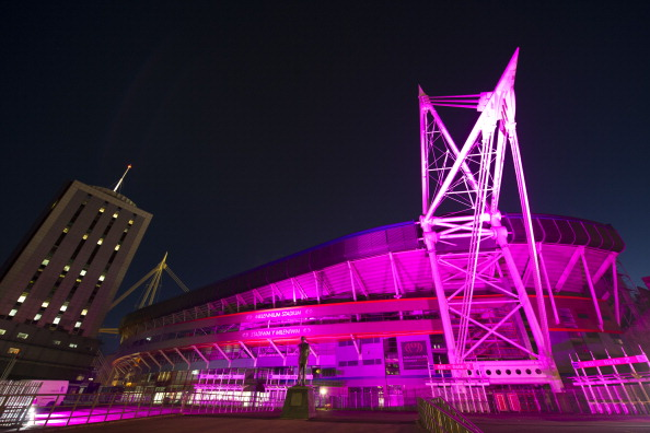 Breast「UK's Iconic Landmarks Turn Pink For Breast Cancer Campaign」:写真・画像(3)[壁紙.com]