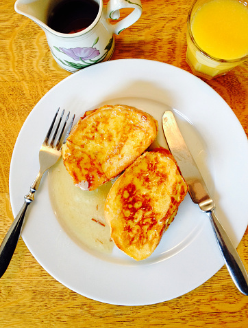 French Toast「Pugliese bread french toast with maple syrup on a plate with orange juce in a glass」:スマホ壁紙(17)