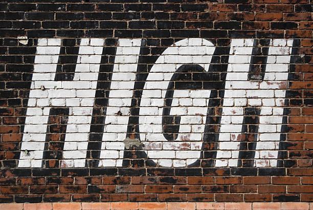 High Sign Text on Large Old Outdoor Billboard:スマホ壁紙(壁紙.com)