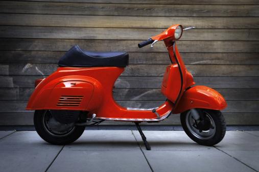 Moped「Red vintage oldtimer scooter」:スマホ壁紙(7)