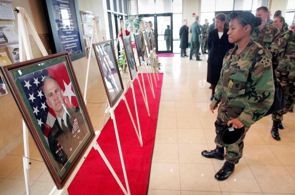 Misfortune「Mourners Remember Soldiers Killed In Ft. Hood Helicopter Crash」:写真・画像(17)[壁紙.com]