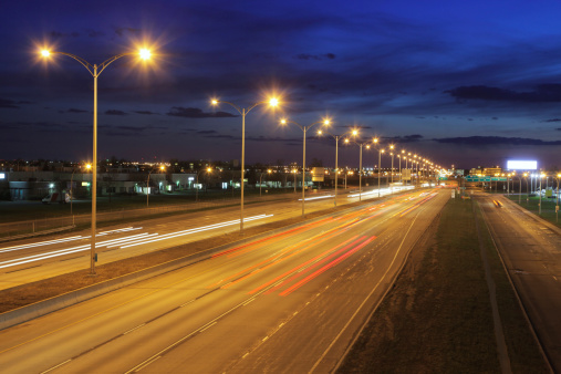 Avenue「Montreal Illuminated Highway at Night」:スマホ壁紙(1)