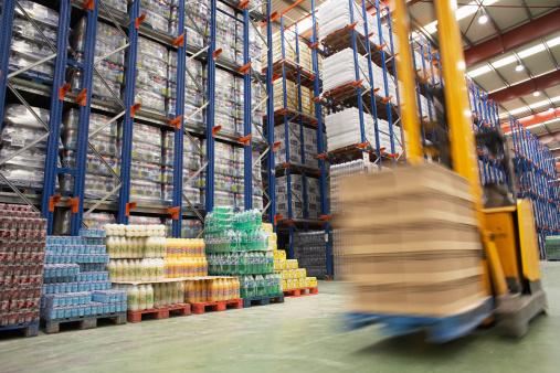 Motion「Speeding Forklift in Warehouse」:スマホ壁紙(3)
