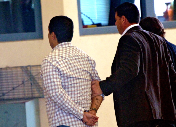 Surrendering「Trayvon Martin Shooter George Zimmerman's Bond Revoked」:写真・画像(7)[壁紙.com]
