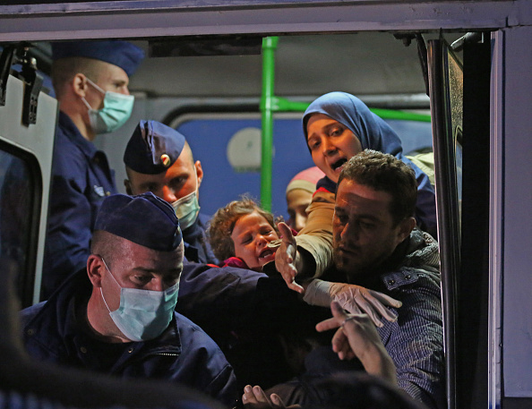 Begging - Social Issue「Migrants Arrive In Hungary As Fears Grow Over Possible Border Closures」:写真・画像(14)[壁紙.com]