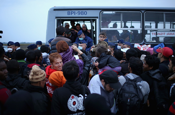 Begging - Social Issue「Migrants Arrive In Hungary As Fears Grow Over Possible Border Closures」:写真・画像(15)[壁紙.com]
