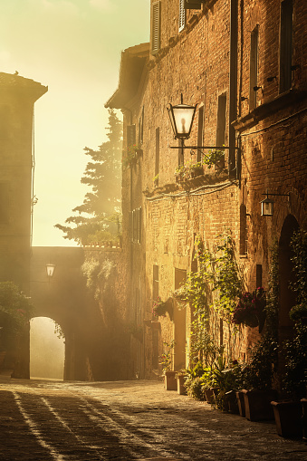 Medieval「Italian town of Pienza at sunrise, Tuscany」:スマホ壁紙(8)
