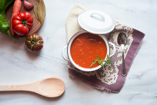 Garlic Clove「Cooking pot of homemade tomato soup on marble」:スマホ壁紙(14)