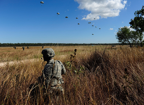 Mode of Transport「US Military Conducts Paratrooper Drop During Exercise Talisman Sabre」:写真・画像(18)[壁紙.com]