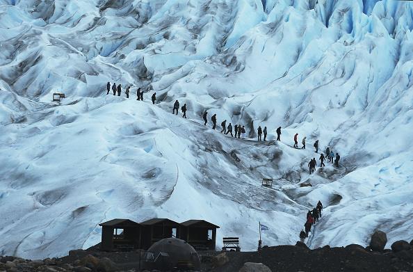 モレノ氷河「Global Warming Impacts Patagonia's Massive Glaciers」:写真・画像(4)[壁紙.com]
