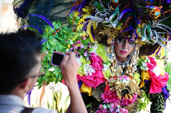 Octopus「Revellers Gather For Jember Fashion Carnival」:写真・画像(17)[壁紙.com]