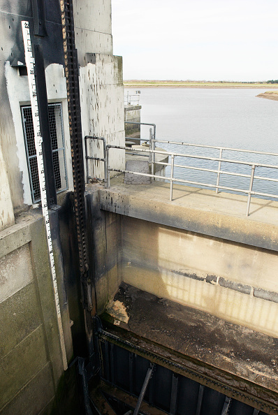 King's Lynn「A gate at the Tail Sluice on the River Great Ouse, a flood defence system for the surrounding countryside and Kings Lynn Power Station, Norfolk, UK」:写真・画像(10)[壁紙.com]