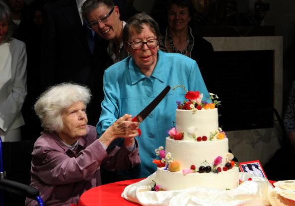 Wedding Reception「Gay Marriages Begin In Bay Area」:写真・画像(12)[壁紙.com]