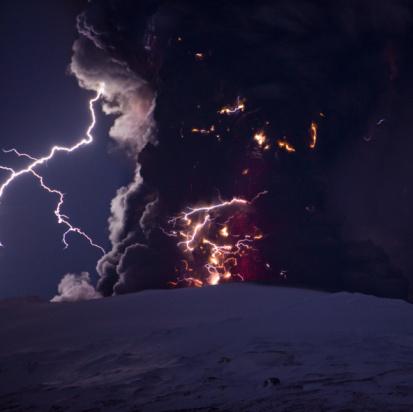 Thunderstorm「Lightning, lava and ash, Eyjafjallajokull Volcano 」:スマホ壁紙(19)