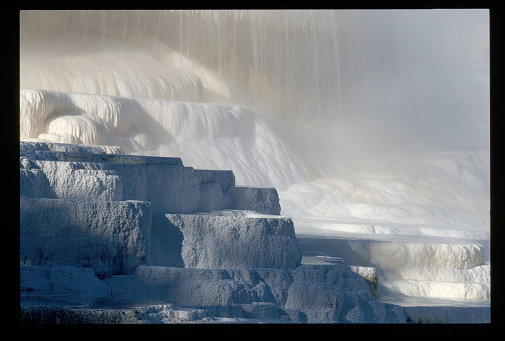 Mammoth Hot Springs「Upper Terrace of Canary Spring Terrace」:スマホ壁紙(14)