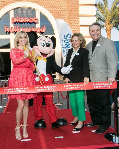 Mickey Mouse「Reese Witherspoon and Mickey Mouse Officially Open Planet Hollywood Disney Springs」:写真・画像(19)[壁紙.com]