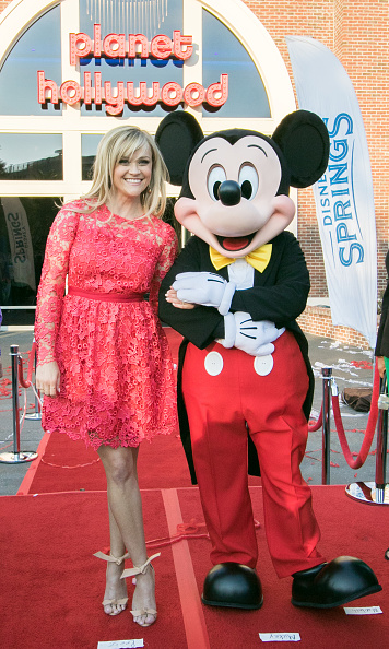 Mickey Mouse「Reese Witherspoon and Mickey Mouse Officially Open Planet Hollywood Disney Springs」:写真・画像(10)[壁紙.com]