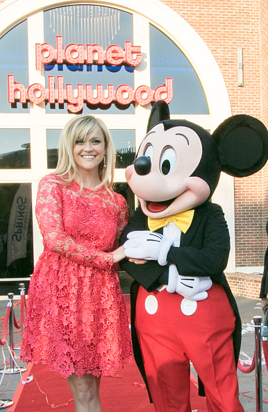 Mickey Mouse「Reese Witherspoon and Mickey Mouse Officially Open Planet Hollywood Disney Springs」:写真・画像(1)[壁紙.com]