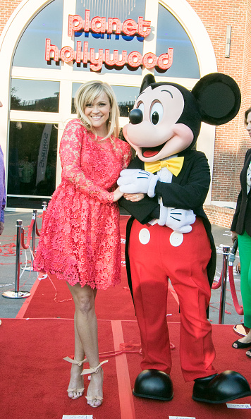 Mickey Mouse「Reese Witherspoon and Mickey Mouse Officially Open Planet Hollywood Disney Springs」:写真・画像(17)[壁紙.com]