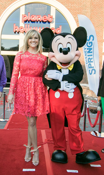Mickey Mouse「Reese Witherspoon and Mickey Mouse Officially Open Planet Hollywood Disney Springs」:写真・画像(12)[壁紙.com]
