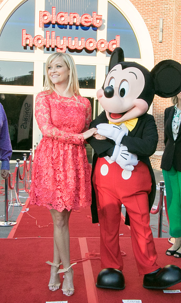 Mickey Mouse「Reese Witherspoon and Mickey Mouse Officially Open Planet Hollywood Disney Springs」:写真・画像(18)[壁紙.com]