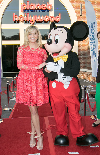 Mickey Mouse「Reese Witherspoon and Mickey Mouse Officially Open Planet Hollywood Disney Springs」:写真・画像(14)[壁紙.com]