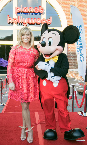 Mickey Mouse「Reese Witherspoon and Mickey Mouse Officially Open Planet Hollywood Disney Springs」:写真・画像(9)[壁紙.com]