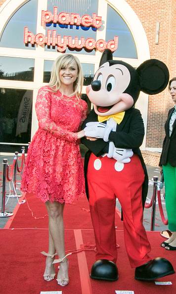 Mickey Mouse「Reese Witherspoon and Mickey Mouse Officially Open Planet Hollywood Disney Springs」:写真・画像(15)[壁紙.com]