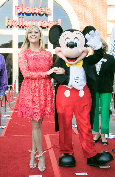 Mickey Mouse「Reese Witherspoon and Mickey Mouse Officially Open Planet Hollywood Disney Springs」:写真・画像(13)[壁紙.com]