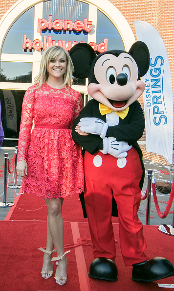 Mickey Mouse「Reese Witherspoon and Mickey Mouse Officially Open Planet Hollywood Disney Springs」:写真・画像(11)[壁紙.com]