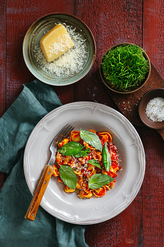 Tortellini「Prosciutto and cheese tortelloni with tomato cream sauce」:スマホ壁紙(18)