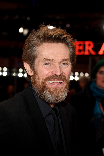 背景に人「Hommage Willem Dafoe - Honorary Golden Bear Award Ceremony - 68th Berlinale International Film Festival」:写真・画像(3)[壁紙.com]