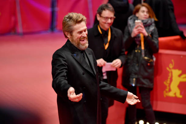 背景に人「Hommage Willem Dafoe - Honorary Golden Bear Award Ceremony - 68th Berlinale International Film Festival」:写真・画像(5)[壁紙.com]