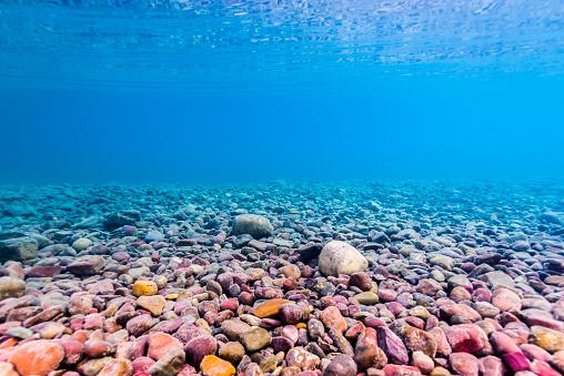 McDonald Lake「Background image of the shoreline of Lake McDonald, Glacier National Park, Montana.」:スマホ壁紙(18)
