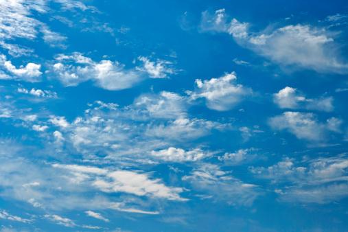 雲「背景-青い空に雲」:スマホ壁紙(19)