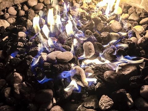 炎「Background of burning fire flames stones and charcoal in fire bowl brazier during night」:スマホ壁紙(4)