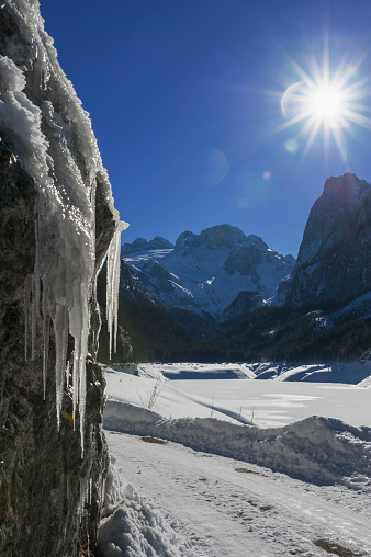 Dachstein Mountains「Frozen Gosau lake and Dachstein mountain in background, Austria」:スマホ壁紙(10)