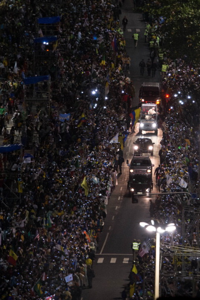 Religious Mass「Pope Francis Celebrates Mass On Copacabana Beach」:写真・画像(2)[壁紙.com]