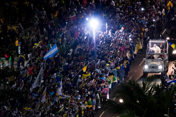 Religious Mass「Pope Francis Celebrates Mass On Copacabana Beach」:写真・画像(3)[壁紙.com]