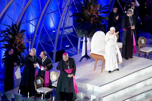 Religious Mass「Pope Francis Celebrates Mass On Copacabana Beach」:写真・画像(4)[壁紙.com]