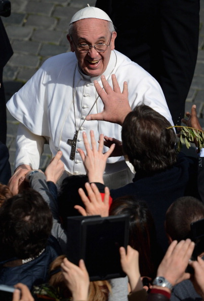 Jeff J Mitchell「Pope Francis Conducts The Palm Sunday Celebrations In St Peter's Square」:写真・画像(15)[壁紙.com]