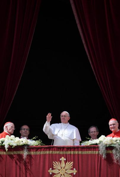 イースター「Pope Francis Attends Easter Mass and Urbi Et Orbi Blessing in St. Peter's Square」:写真・画像(13)[壁紙.com]