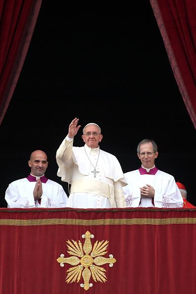 バシリカ「Pope Francis Delivers His Urbi Et Orbi Blessing」:写真・画像(16)[壁紙.com]