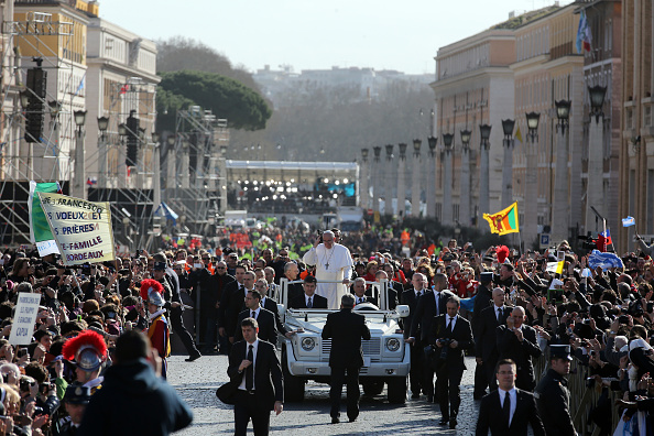 Christopher Furlong「The Inauguration Mass For Pope Francis」:写真・画像(3)[壁紙.com]