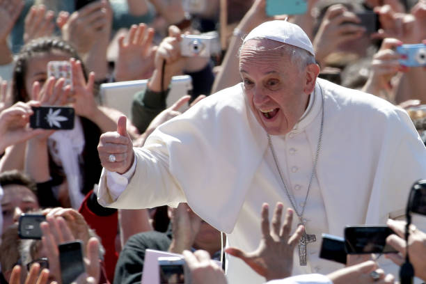 Pope Francis Holds Easter Mass In St. Peter's Square:ニュース(壁紙.com)