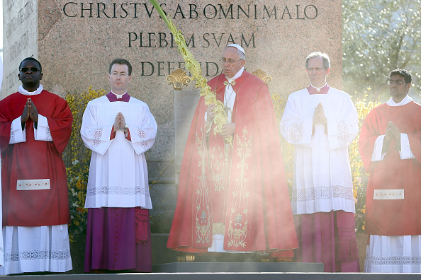 Religious Mass「Pope Attends Palm Sunday」:写真・画像(3)[壁紙.com]