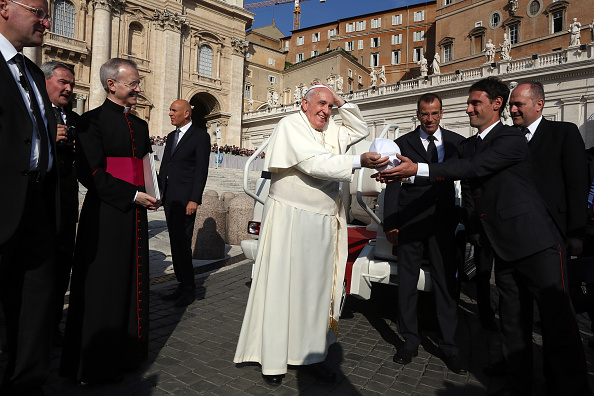 Skull Cap「Pope Francis Attends Weekly Audience」:写真・画像(6)[壁紙.com]