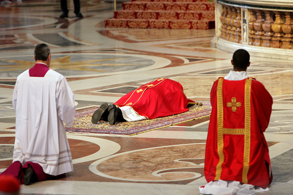 Religious Mass「Pope Francis Leads The Celebration of the Lord's Passion」:写真・画像(12)[壁紙.com]