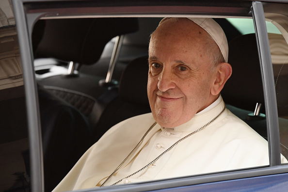 カメラ目線「Pope Francis Meets Dignitaries At Dublin Castle」:写真・画像(4)[壁紙.com]