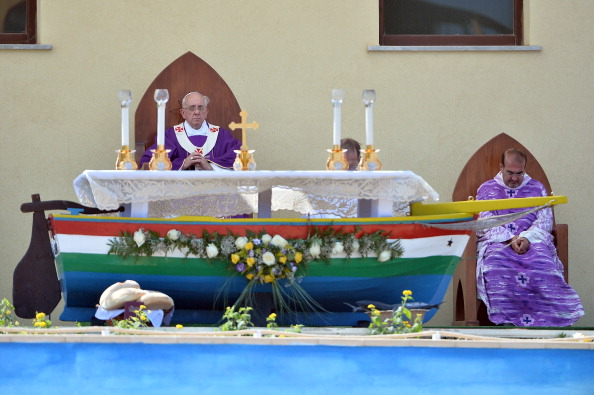 Francis M. R「Pope Francis Visits The Island of Lampedusa」:写真・画像(6)[壁紙.com]